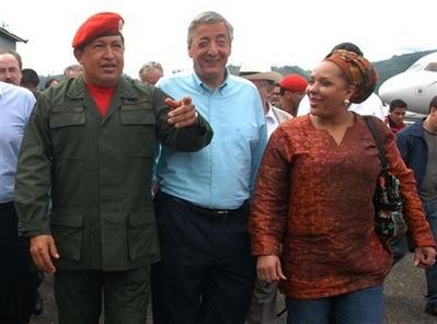 Chavecito, Nestor Kirchner and Piedad Cordoba at the airport