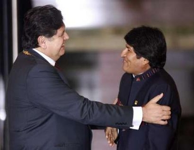 Alan Garcia at left, Evo Morales at right. Who's the gordito?