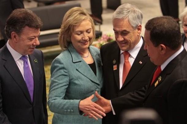 hillary-chavecito-handshake.jpg