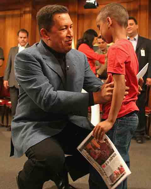 Hugo hugs a young'un
