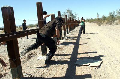 Subcomandante Marcos crosses the border without permission